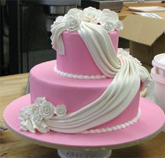 Designer Fondant Cake Delivery in major Indian Cities. Buy through Online Order Mode for Safest Delivery of Fondant Cakes Best Decoration for any Occasions as Christmas New Year Propose Day Cupcakes Design, Fondant Cake Designs, Fondant Cakes, Cupcake Cakes, Cake Decorating Techniques, Cake Decorating Tips, Amazing Wedding Cakes, Cake Wedding, Amazing Cakes