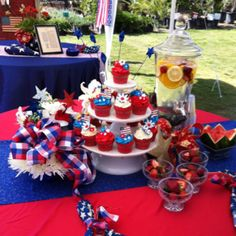Memorial Day cupcakes.....i think red velvet cupcakes white frosting with blue sprinkles will work!!!