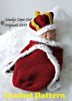 The Little Prince Who Rules the Castle Cocoon and Crown ~ Sandy Powers Cape Cod Originals ~ Patterns available on Ravelry & Etsy - Sure do wish I could crochet! Crochet Baby Cocoon, Crochet Bebe, Crochet For Boys, Crochet Hats, Newborn Crochet, Crochet Poncho, Baby Kostüm, Baby Kind, Diy Baby