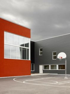 Sister Margaret Smith Addictions Treatment Centre / Kuch Stephenson Gibson Malo Architects and Engineer + Montgomery Sisam Architects
