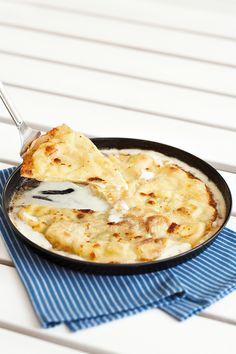 Scopri come cucinare la focaccia di Recco con la ricetta originale. Scopri gli ingredienti e la procedura di preparazione su Sale&Pepe.