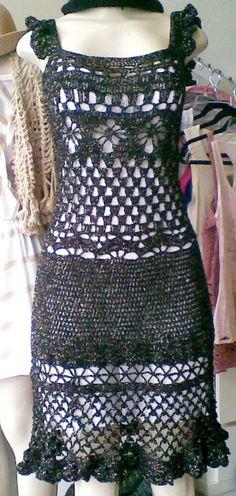 Lindíssimo vestido de crochê em fio de algodão. Tamanho 42/44. Modelo exclusivo.