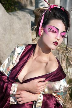 A Geisha was traditionally know for her sex appeal. This fashion shot really captures that essence with the pose, make-up & overall composition.