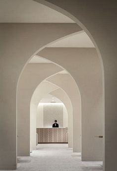 Am I the only one seeing arches and vaults everywhere? Am I late spotting the trend? (not the Roman's, but the modern ones)… Modern Minimalist, Minimalist Design, Architecture Design, Tadelakt, Bathroom Interior, Arch Interior, Boho Bathroom, Natural Living, Interior Design Inspiration