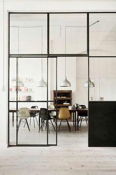 hängelampen Schiebetüren als Raumteiler transparent