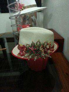 Sombrero con Tembleque by Zenaida Romero
