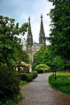 Baden-Baden, Alemania / Baden-Baden es una ciudad de Alemania perteneciente al estado federado de Baden-Wurtemberg, situada en el valle del Oos, sobre las laderas de la Selva Negra.