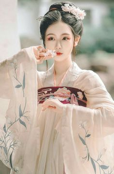 New Photography Portrait Asian Geishas Ideas Chinese Traditional Costume, Traditional Fashion, Traditional Outfits, Hanfu, Cheongsam, Tumbr Girl, Poses References, China Girl, Chinese Clothing
