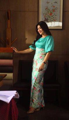 Myanmar Traditional Dress, Thai Traditional Dress, African Fashion Dresses, African Dress, Girl Fashion, Womens Fashion, Ladies Fashion, Dress Fashion, Fashion Ideas