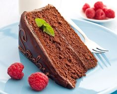Whether it maybe a pie, bread, ices or a cake, there are specialities in every cuisine and every country. Try tasting some of the world's most famous desserts that we list here. Pastel Sacher, Sacher Torte Recipe, Famous Desserts, Roasted Chestnuts, Cake Shop, Chocolate Lovers, Chocolate Cake, Fondant, Food Photography
