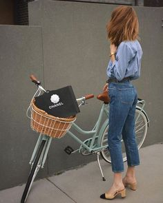 parisian style Look All Jeans + Sapato Bicolor Mode Outfits, Casual Outfits, Fashion Outfits, Womens Fashion, Fashion Trends, Fashion 2018, Jeans Fashion, Fashion Styles, Fashion Clothes