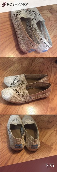 Toms white lace Cute white atoms to class up any outfit! Worn five times, they were too big. Slight wear on the bottom, other than than, fine! Toms Shoes Sandals