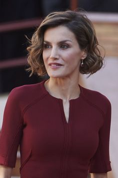 """Queen Letizia of Spain Photos - Queen Letizia of Spain attends the vocational training opening course at the """"Javier Garcia Tellez"""" secondary School on October 2015 in Caceres, Spain. - Queen Letizia of Spain Attends Vocational Training Opening Course Short Layered Bob Haircuts, Angled Bob Hairstyles, Asymmetrical Bob Haircuts, Bob Hairstyles For Fine Hair, Short Hair Cuts, Peinados Pin Up, Estilo Real, Short Blonde, Queen Letizia"""
