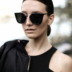 Una de las gafas más emblemáticas de PRADA. #sunoptica #gafas #sunglasses #gafasdesol #occhiali #sunnies #sunnieseyewear #shades #style #fashion #Prada #ENVIOGRATIS #moda #tendencias #fashion #elegancia #ideaspararegalar #musthave #oculosdesol #gafasmolonas #optica #eyewear #instagood #instaglasses #iloveglasses