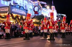 DFB Video: Mickey's Not-So-Scary Halloween Party VS. Mickey's Very Merry Christmas Party - Vimana Group: Luxury Florida Vacation Rentals ☀️ Disney Very Merry Christmas, Disney World Christmas, Disney Holidays, Christmas Travel, Holidays Events, Disney World Tickets, Disney World Trip, Disney Day, Disney Food