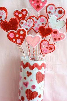 Deko Ideen zum Valentinstag mit Herzen aus filz basteln