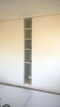 Schiebetürsysteme NEW LINE Bathroom Medicine Cabinet, Modern, Bookcase, Shelves, Home Decor, Master Closet, Partition Screen, Trendy Tree, Shelving