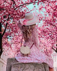 Check out this awesome post: Ideas fotos en color rosa Cute Girl Pic, Beautiful Girl Image, Cute Girls, Mode Rose, Profile Picture For Girls, Cute Girl Wallpaper, Girl Photography Poses, Paris Photography, Girly Pictures