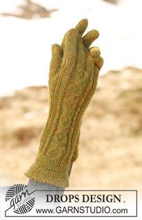 """DROPS handschoenen van """"Alpaca"""" met kabels. ~ DROPS Design"""