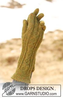 """DROPS gloves in """"Alpaca"""" with cables. ~ DROPS Design"""