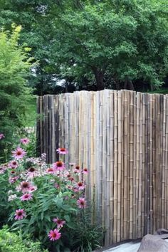 Widely used and celebrated throughout Asia for centuries, bamboo has made its way into the Western world of design in recent decades, namely through landscaping.As beautiful as it is functional, bamboo is an ideal material for fencing off outside perimeters due to its flexibility and resilience. #nextluxury #homedesign #homedecor #homedecorideas Backyard Privacy, Privacy Fences, Backyard Fences, Backyard Landscaping, Cerca Natural, Bamboo Fence, Bamboo Fencing Ideas, Fence Design, Garden Spaces