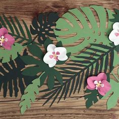 Paper decorations Aloha - Tropical leaves, mix, set contains 7 different shapes of leaves, each shape in 3 shades of green colour. Moana Party, Moana Birthday Party, Jungle Theme Birthday, Summer Birthday, Aloha Party, Luau Party, Baby Party, Flamingo Party, Deco Jungle