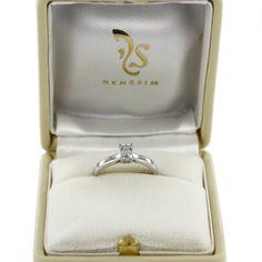 Ringmodell Zürich mit Diamant im Emerald Cut (Farbe D, Reinheit IF)