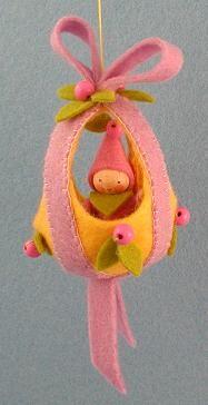 Atelier Pippilotta  wij hebben deze en een paars/gele variant. Erg leuk in de paastakken of voor aan de seizoensstandaard.