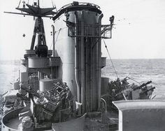 Pom Pom's-AA on battleship HMS Rodney (29)