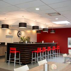 Uw bar verlicht met maatwerk stoffen kappen #Maas&Hagoort