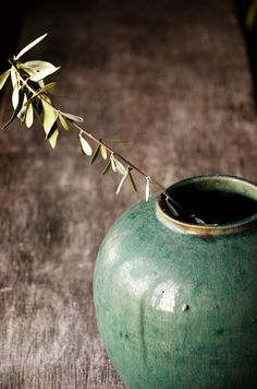 Celadon Vase - such a beautiful shade of green Deco Pastel, Vases, Mood Images, Green Vase, Brown Dress, Wabi Sabi, Chinese Style, Green And Brown, Shades Of Green