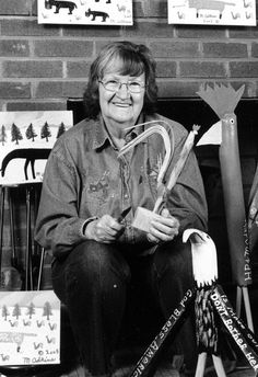 Minnie Adkins - Kentucky Folk Artist I was fortunate to meet her and have dinner at her cabin with a friend of mine during her annual Kentucky folk festival. An amazing lady!