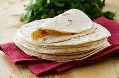 Συνταγή για τορτίγια πίτα μεξικάνικη σπιτική, εύκολη με 225 θερμίδες ανά μερίδα. Μάθετε πως φτιάχνεται η ζύμη τορτίγια χωρίς συντηρητικά και άλλα πρόσθετα.