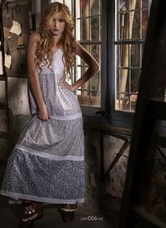 Unv006 - Vestido Largo con bordado - Moda Unique by FreeWorld Collection