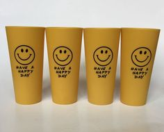 SET OF 4 VINTAGE 70s HAVE A HAPPY DAY YELLOW SMILEY FACE PLASTIC CUPS TUMBLERS