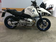 Click this image to show the full-size version. Bmw R1100gs, Moto Car, Bmw Scrambler, Bike Shed, Bmw Motorcycles, Cool Bikes, Boxer, Classic Cars, Retro