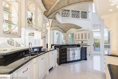 Spanish style homes – Mediterranean Home Decor Luxury Kitchen Design, Best Kitchen Designs, Luxury Kitchens, Interior Design Kitchen, Cool Kitchens, Interior Ideas, Modern Interior, Luxury Home Decor, Luxury Homes