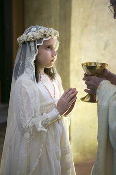 Me gustan mucho las comuniones. O los bautizos. Las bodas de oro, de plata, todo lo que sean celebraciones familiares y pequeñas me encantan. Hoy en día,que normalmente la familia está dispersa po…