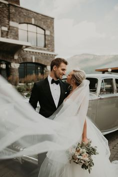 Wedding Poses This mountain wedding in Banff is full of epic views romantic hues Wedding Picture Poses, Wedding Photography Poses, Wedding Poses, Wedding Photoshoot, Wedding Couples, Wedding Portraits, Wedding Pictures, Couple Portraits, Portrait Photography