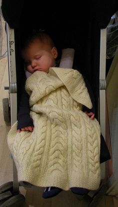 Baby cable blanket *Free pattern download