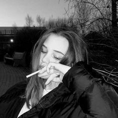 #wattpad #genel-kurgu Daş gacılar ve yağuşuhlu boylar bulunuyor pp fotoğrafı için aldım yazmanız yeterli tşk öd bb. Bad Girl Aesthetic, Aesthetic Grunge, Grunge Photography, Girl Photography, Cool Girl Pictures, Girl Photos, Cigarette Aesthetic, Crying Girl, Black And White Aesthetic