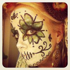 sugar skull makeup- For my friend Dawn! Sugar Skull Girl, Sugar Skull Design, Sugar Skull Makeup, Sugar Skulls, Sugar Skull Halloween, Halloween Diy, Halloween Makeup, Halloween Costumes, Pear Shaped Face