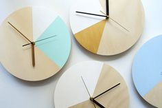 Mr. Wolf in Sky Blue: Wall Clock // Plywood di TheCuriousCraftsmen