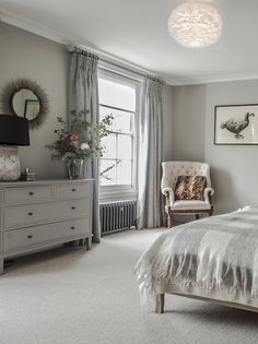 Decor Inspiration : Stunning Georgian townhouse, recently renovated In Central London Townhouse Interior, Georgian Townhouse, Georgian Homes, Georgian Kitchen, Victorian Bedroom, Edwardian House, Georgian Interiors, Home Decor Bedroom, Modern Bedroom