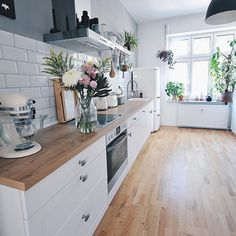 modern kitchen decor and white kitchen decor turns your home decor into a profitable flow of energy Farmhouse Sink Kitchen, Home Decor Kitchen, Kitchen Interior, New Kitchen, Home Kitchens, Kitchen Dining, Kitchen Ideas, Interior Plants, Kitchen Layout