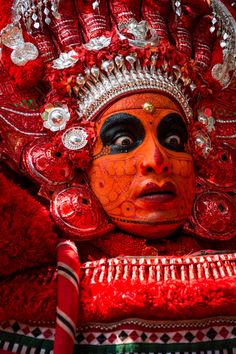 Theyyam is a wild, otherworldy ritual only seen in northern Kerala state, India. Read on to learn when, where, and how you can see this off the beaten track ritual in India. India Travel Guide, Asia Travel, Kerala Travel, Kerala Mural Painting, Tanjore Painting, Backpacking India, Kerala India, South India, India Culture