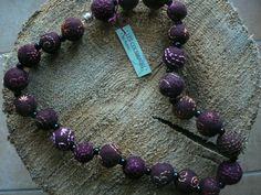 """collier de perles feutrées et brodées """"prune"""""""