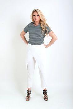1ea0fa0b467c Λευκό παντελόνι φάκελος σε ίσια γραμμή με κανονική εφαρμογή. Πολύ ωραία  επιλογή για όλες τις ώρες της ημέρας. 37€