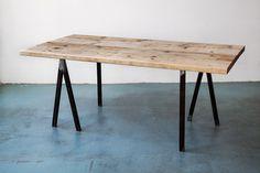 UpCycle Tisch aus recyceltem alten Bauholz von UpCycleBerlin