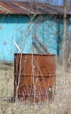 the burn barrel! : ) the fabulous smell of leaves burning in the fall - the best! Country Farm, Country Life, Country Girls, Country Living, Country Roads, Down On The Farm, Back In The Day, Burn Barrel, Rust Never Sleeps